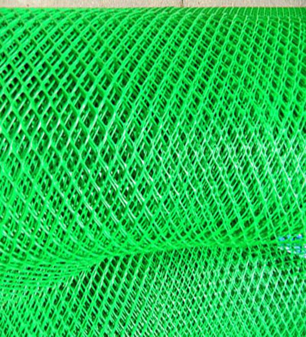 Вышивка на садовой сетке